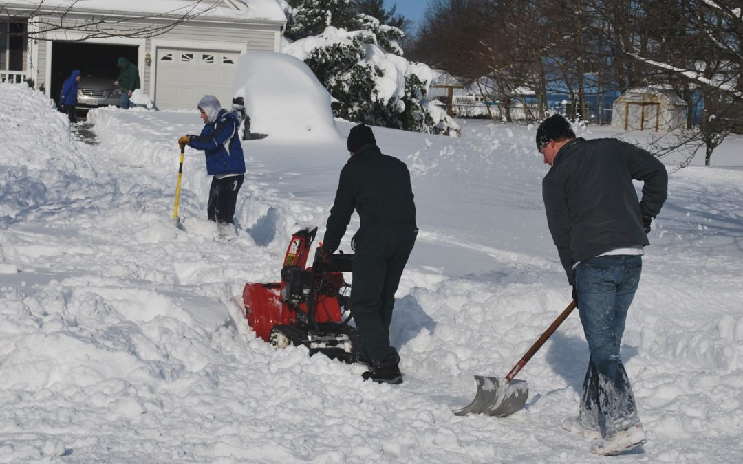 Snow Shoveling caused you pain – Physiotherapist is Go-to Health Provider to relieve your pain!